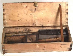 wood tinderbox, hinged lid