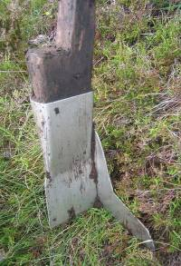 Metal spade on wooden stave with wing to cut square corners
